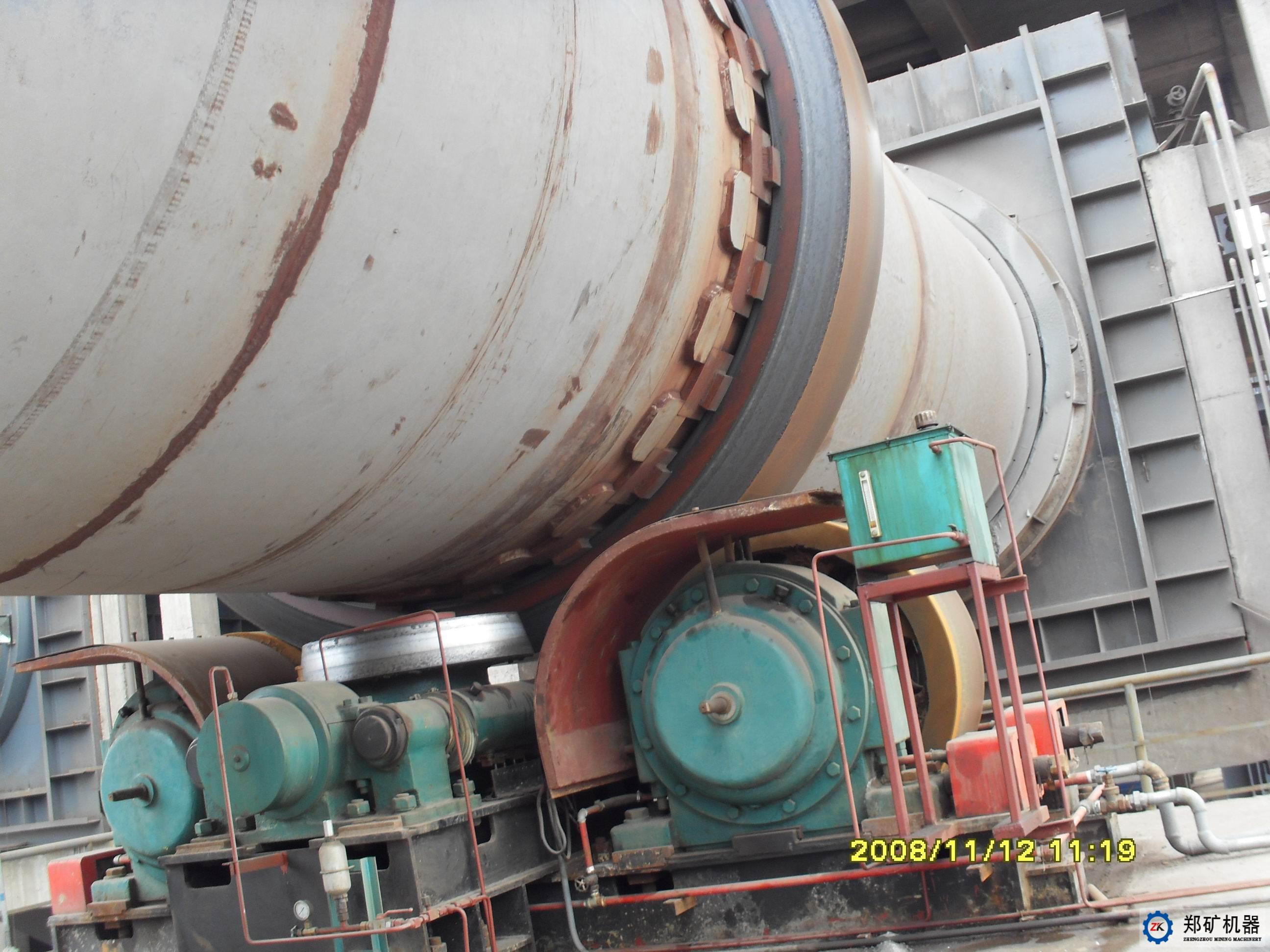 采用在大型回转窑上,液压挡轮主要由挡轮及挡轮轴,轴承体及滚动轴承图片